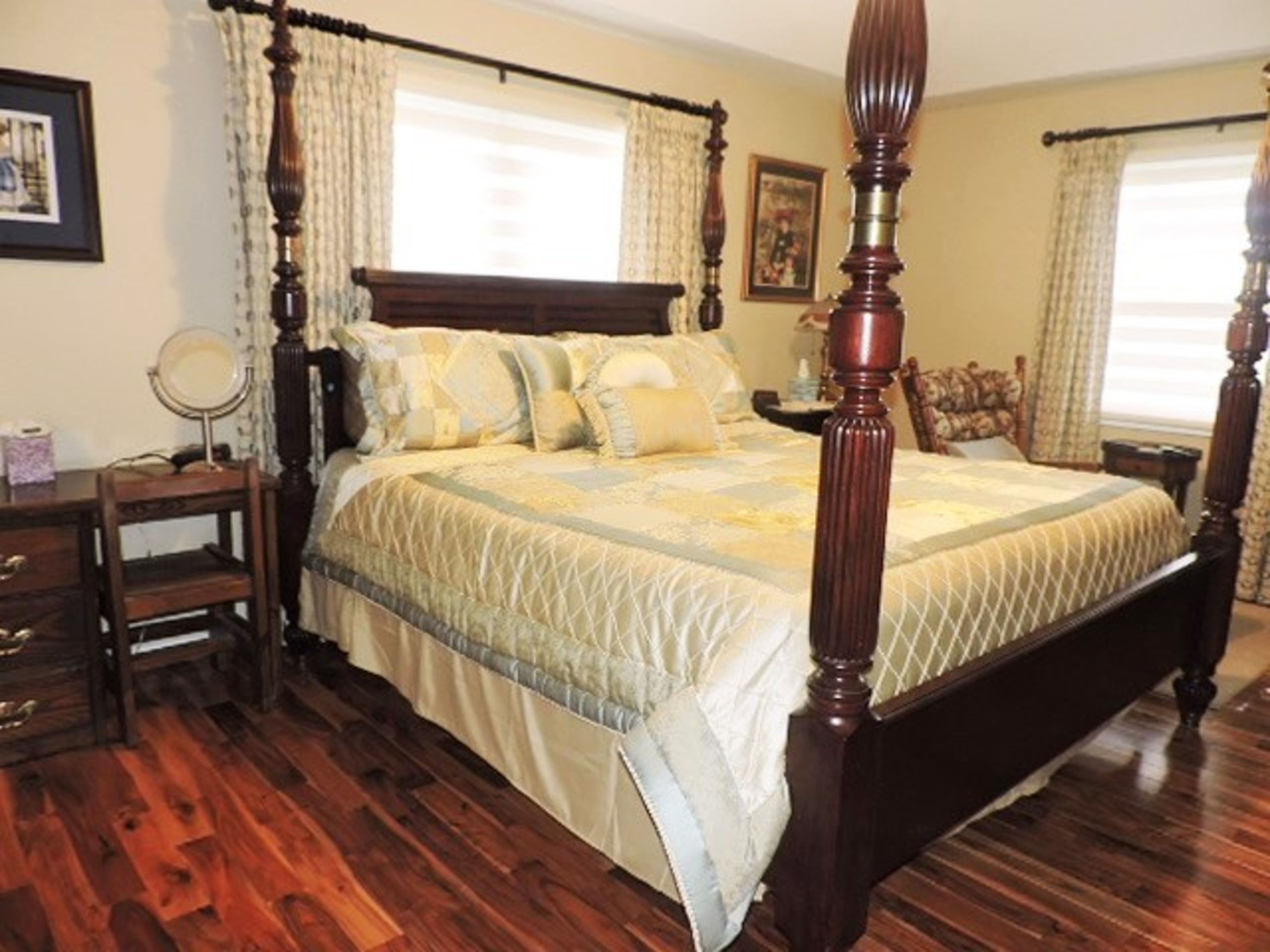 INCREDIBLE MASTER SUITE W/UPDATE BATH