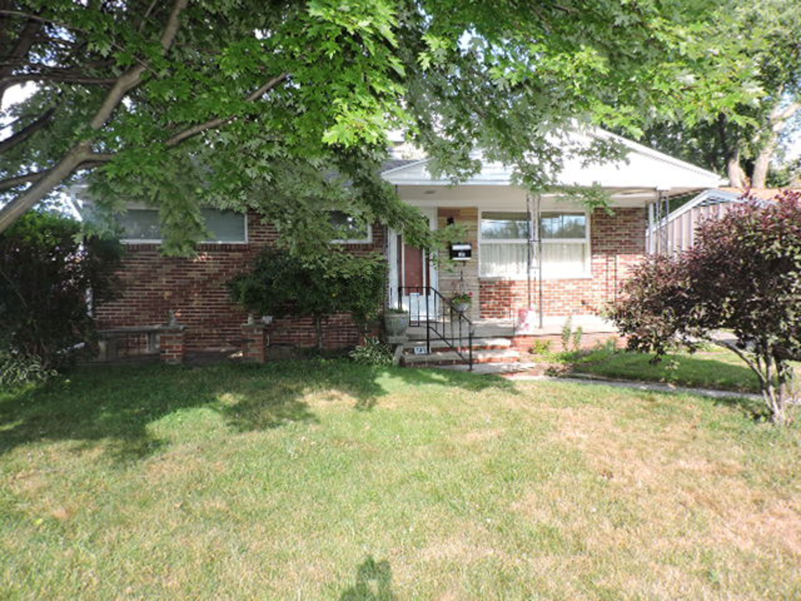Coming Soon!  1311 Pennelwood Toledo, Ohio 43614 List Price: $114,900