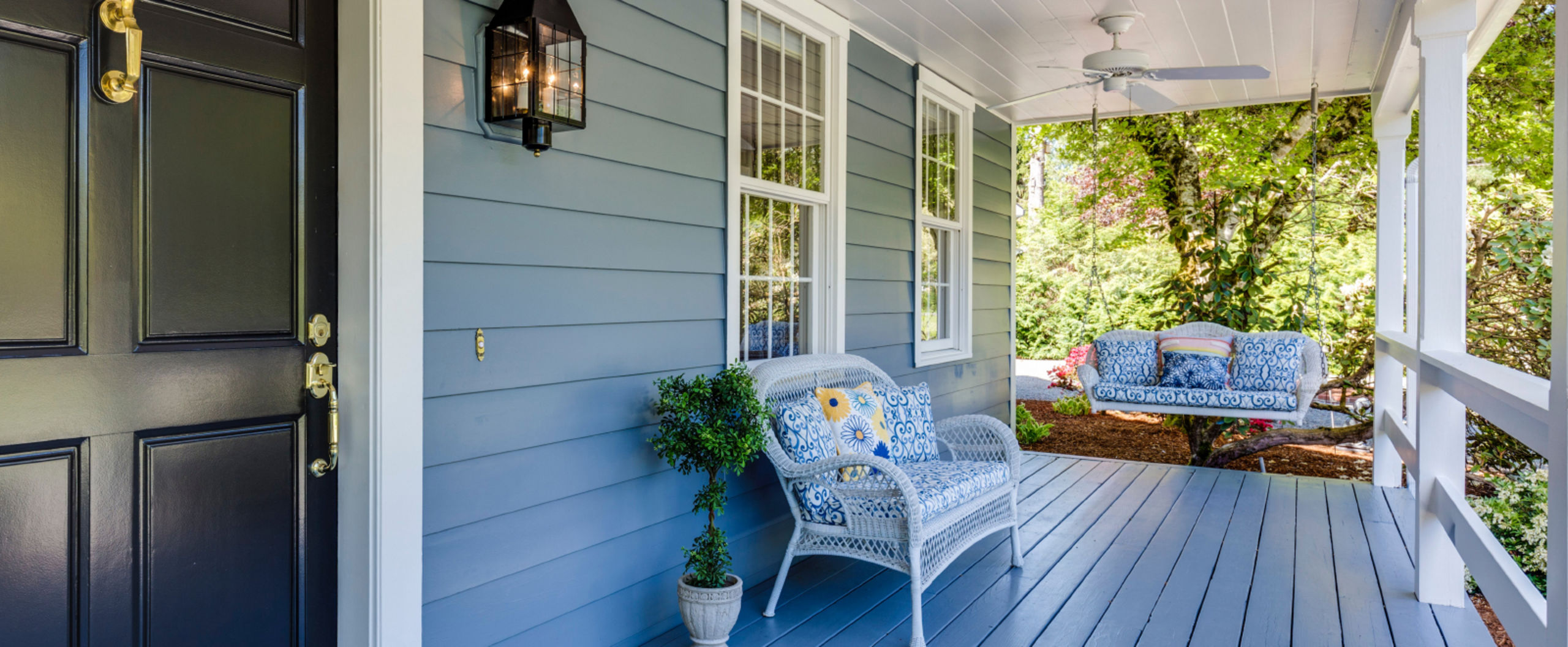 Enjoy beauitful nights relaxing on this front porch