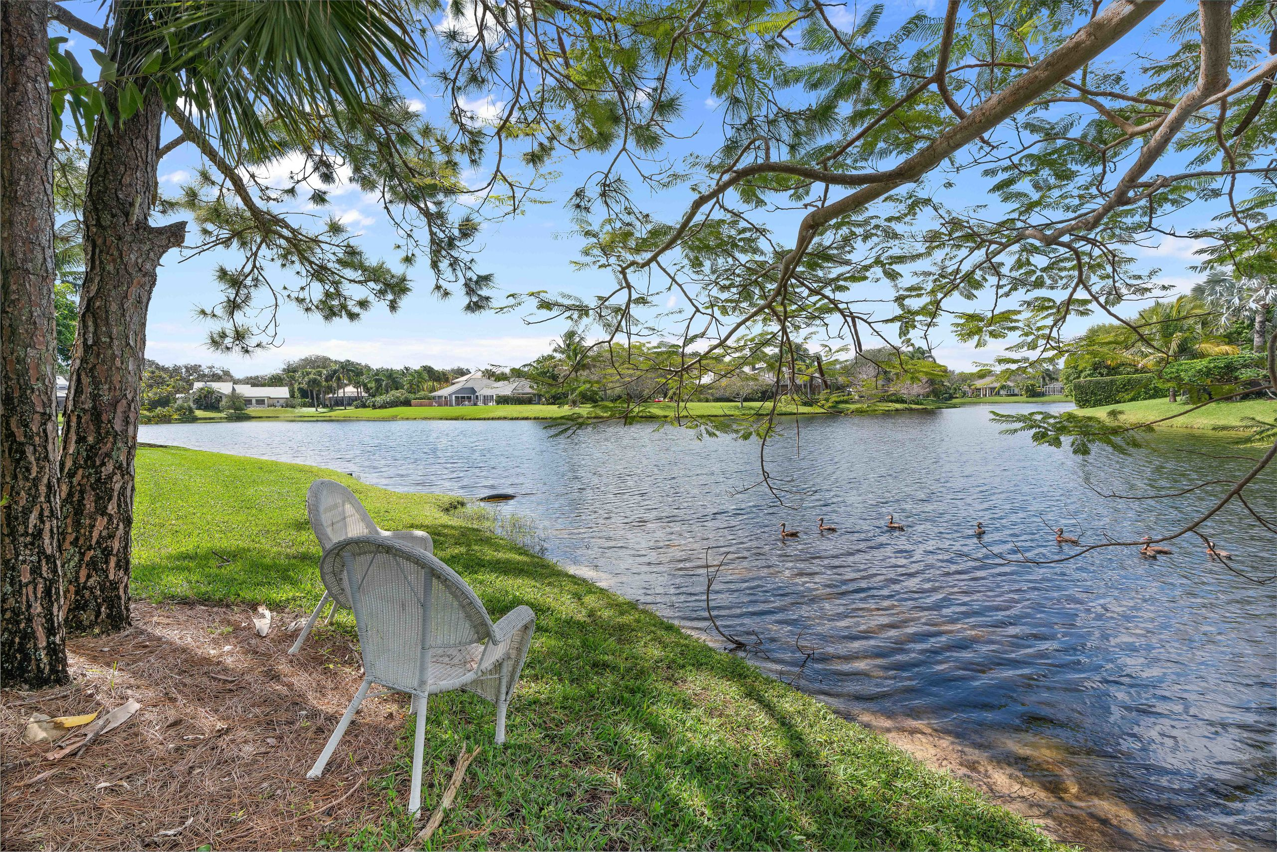 Lakefront in Tequesta - Private - Gorgeous