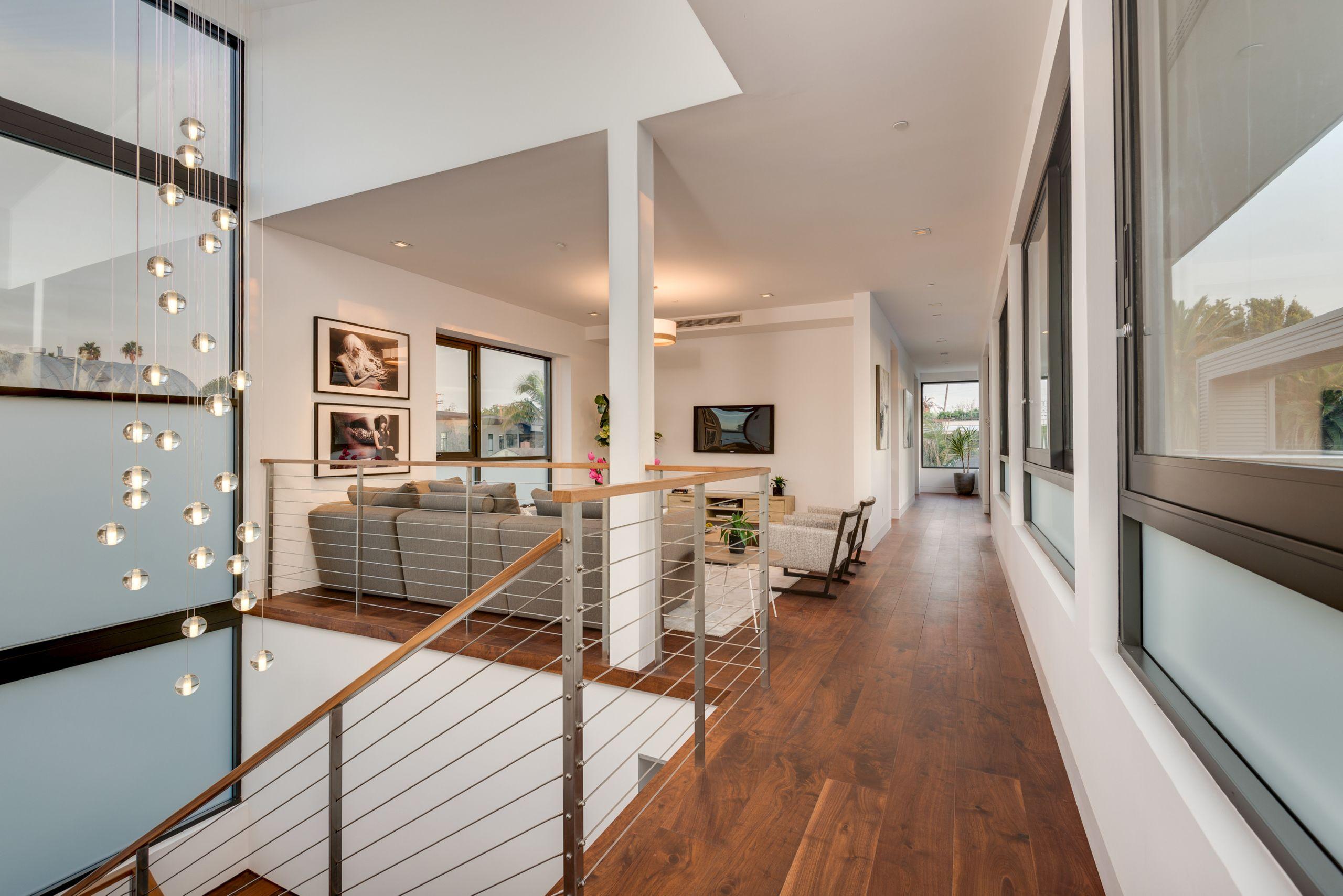521 Vernon Ave., Venice Beach - Versatile floor plan
