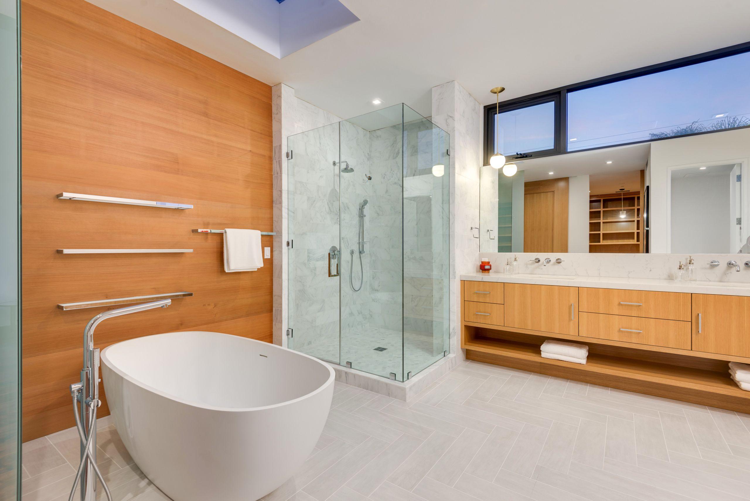 521 Vernon Ave., Venice Beach - Magnificent master bath