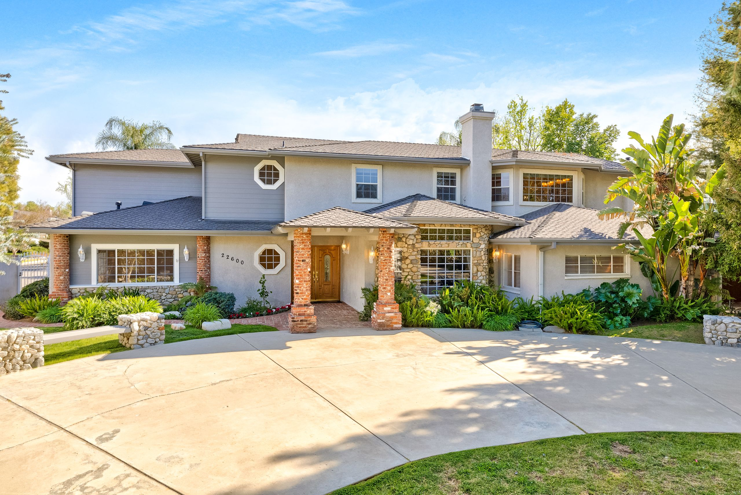 This Estate Home offers 5 bedrooms and over 4700 square feet.