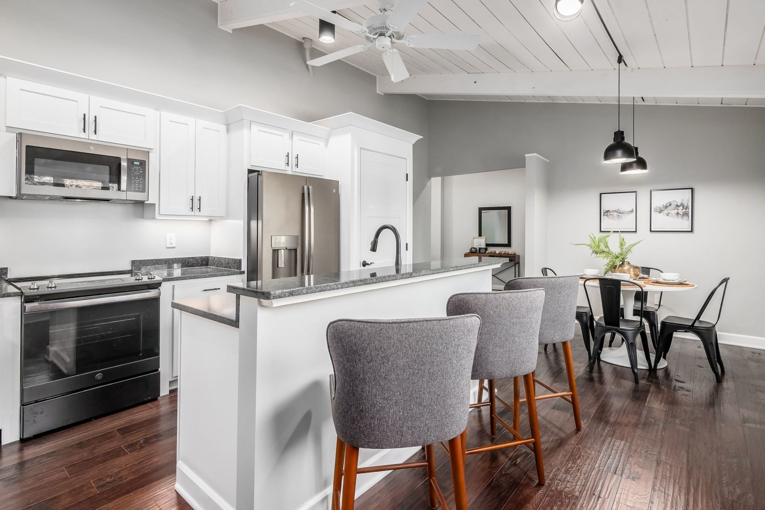 Marble Cliff condominium with spacious kitchen