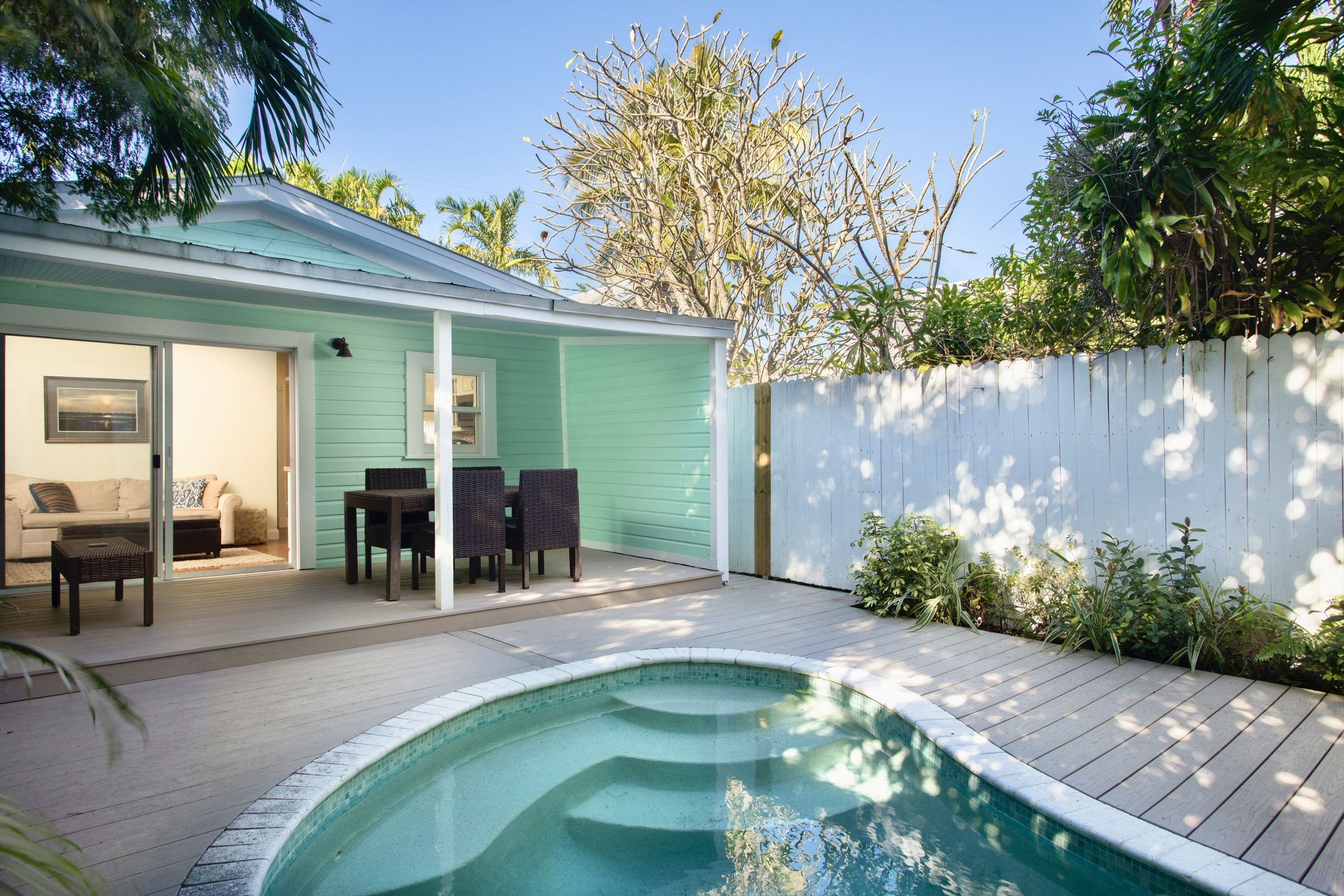 Just Listed In Old Town - Pool & Parking Under $1m