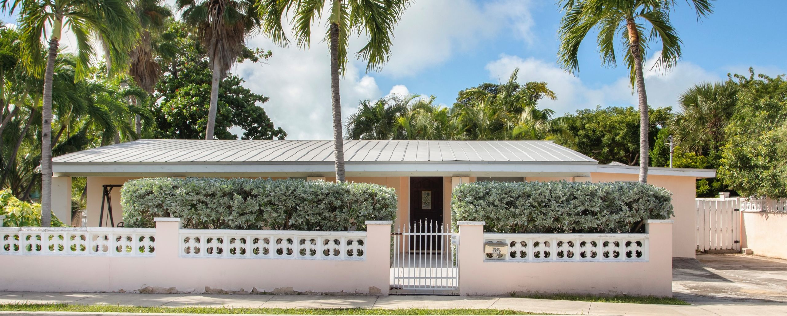 Exceptional Mid Town Key West Value