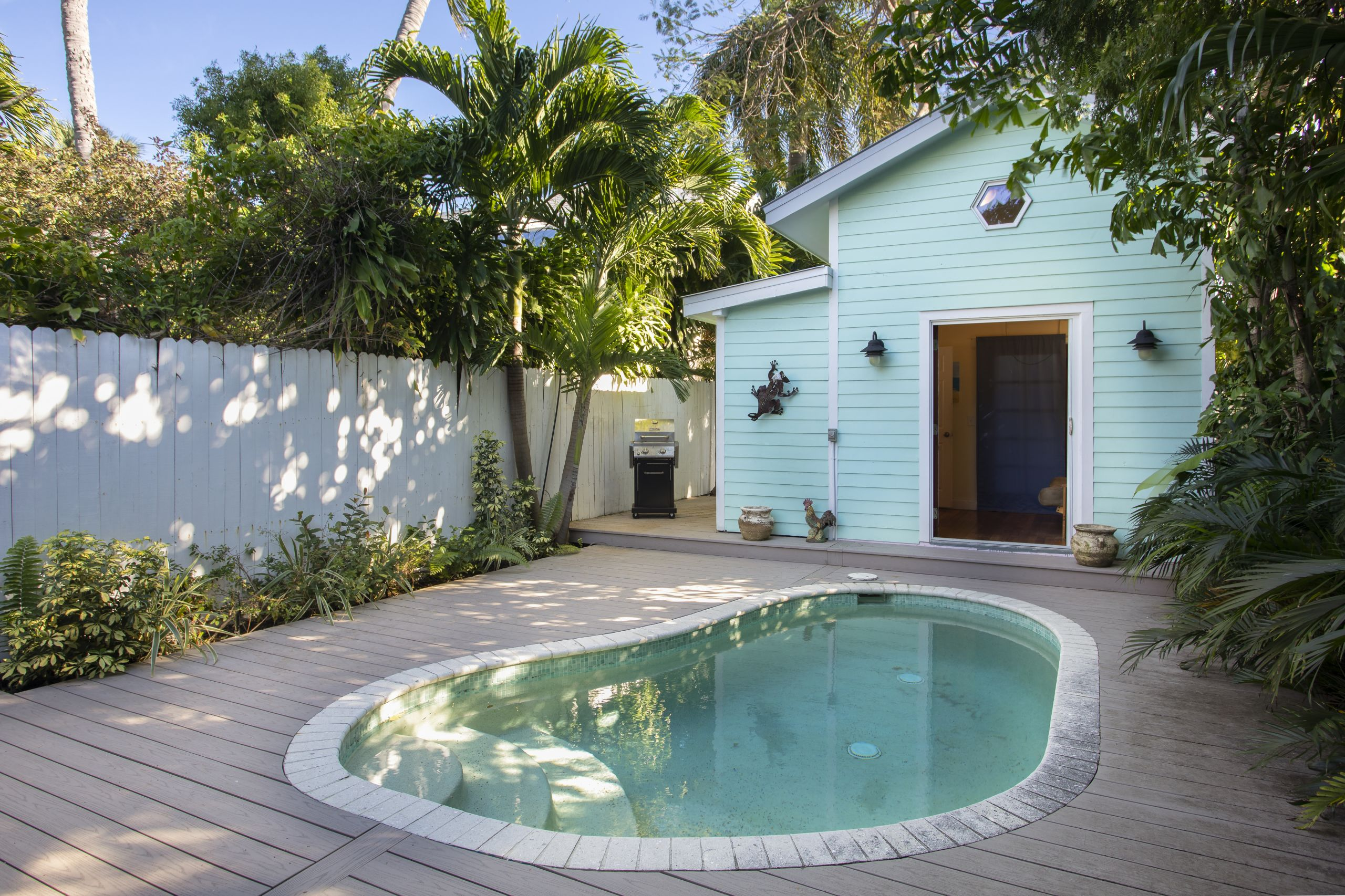 Old Town 3 BR w/a Pool Under $1m