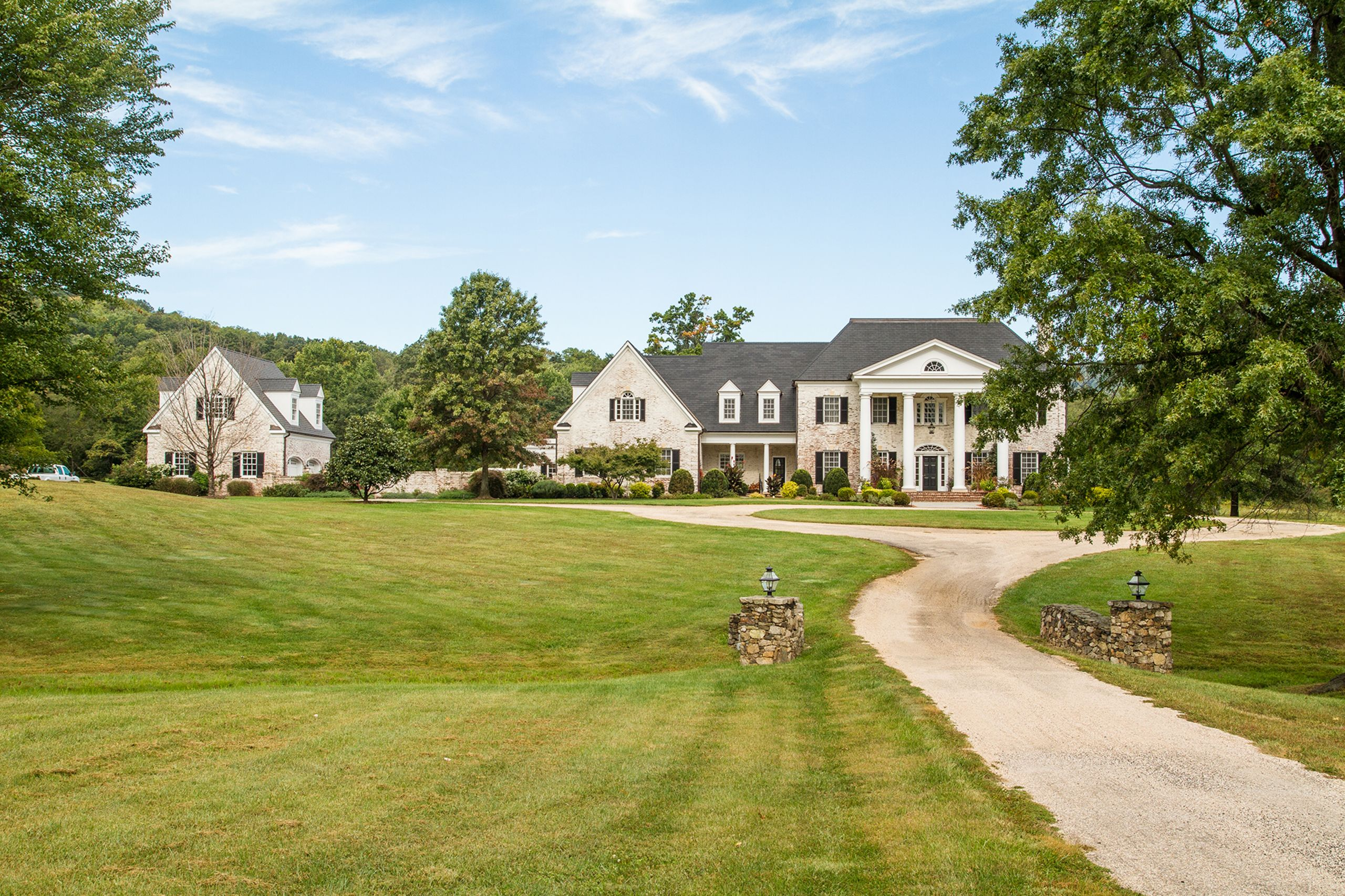 Stunning Estate in Upperville with Pool, Tennis Court and Mountain Views