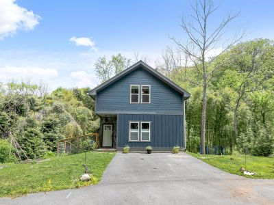 FOR SALE: Newer Construction Kenilworth Home