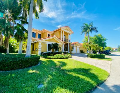 Miami Homes for Rent.  Luxury Cutler Cay Gated Community. Lakefront Homes.