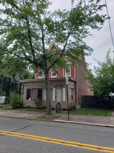 393 N Charlotte Street – New 4 Unit Lisitng!