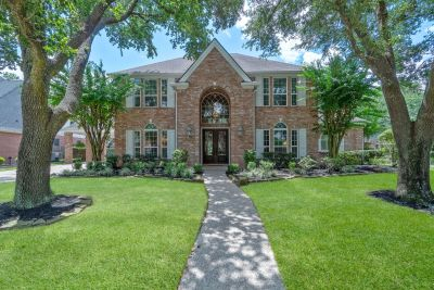Video Tour of 5511 Linden Court in The Woods of Spring Creek oaks