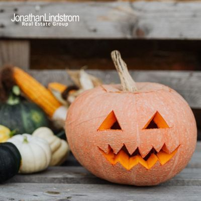 5 Different Ways to Decorate Your Front Porch for Halloween