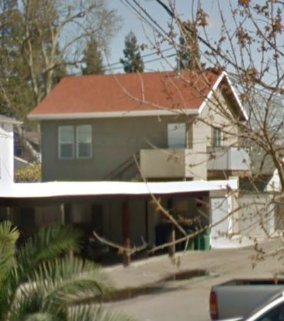 FOR RENT – UPPER LEVEL APARTMENT 414.5 w. OAK STREET