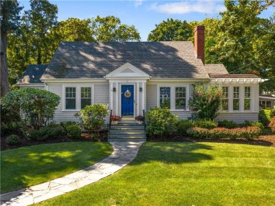 Barrington, RI – Charming 1924 Cape in Rumstick Village