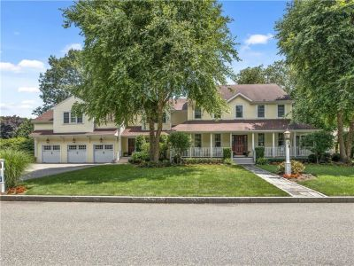 Barrington, RI – Exceptional Hampden Meadows Home
