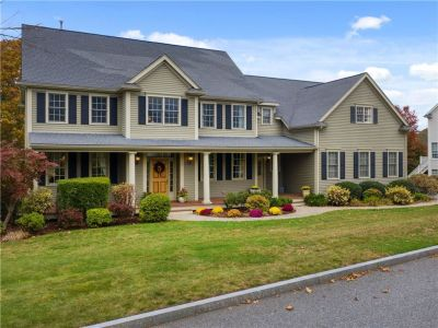 Barrington, RI – Elegant Custom Home