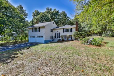 Newly Listed For Sale in Salem, NH!
