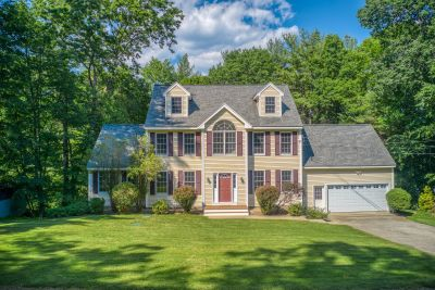 New to the Market/ For Sale in Atkinson – 3BR, 2.5 BA Colonial!