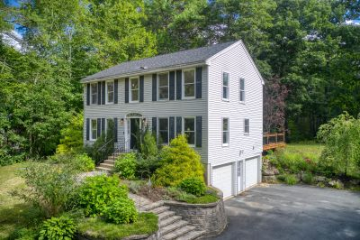 Newly Listed For Sale in Londonderry, NH!