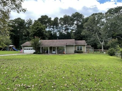 NEW LISTING!!! 140 Point View Ct Tyrone, GA 30290