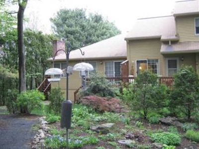 ASHLAND, MA-Townhouse for rent- private end unit w/ great views