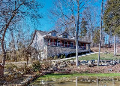 Magnificent Log Cabin on 31 Acres!
