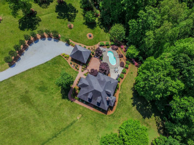 Stunning Estate – 10 Acres and a Pool!