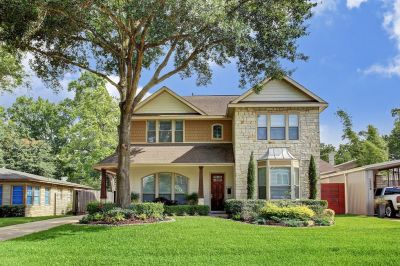 RECENTLY SOLD in Oak Forest! 1338 Overhill Offered at $799,000.