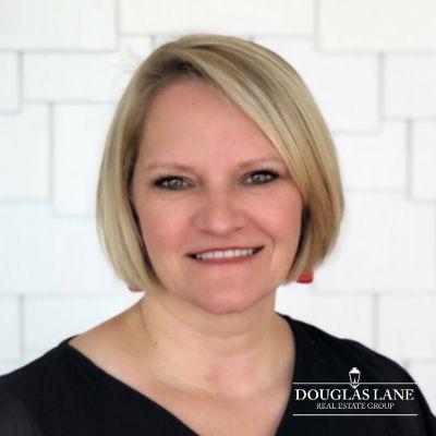 Broker, Marlene Douglas