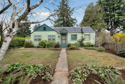Urban Farmhouse + ADU + 1/2 Acre in Southeast PDX!