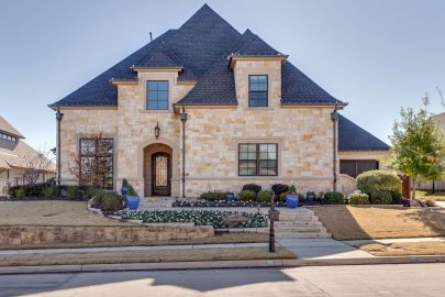 Featured Listing 805 Champagne
