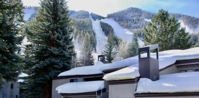 Ideal Ski-In, Ski-Out Location at the base of Warm Springs!