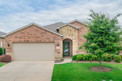 Adorable home in 55+ community!