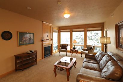 Arrowhead Golf Course CONDO For Sale!