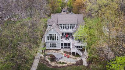 Quintessential Beaver Lake Home