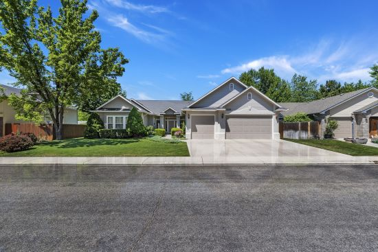 NOW PENDING! Great Eagle Idaho Home for Sale in Desirable Community!