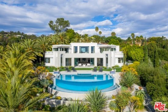 Compass Curated | Your Ultimate Guide to Luxury Real Estate