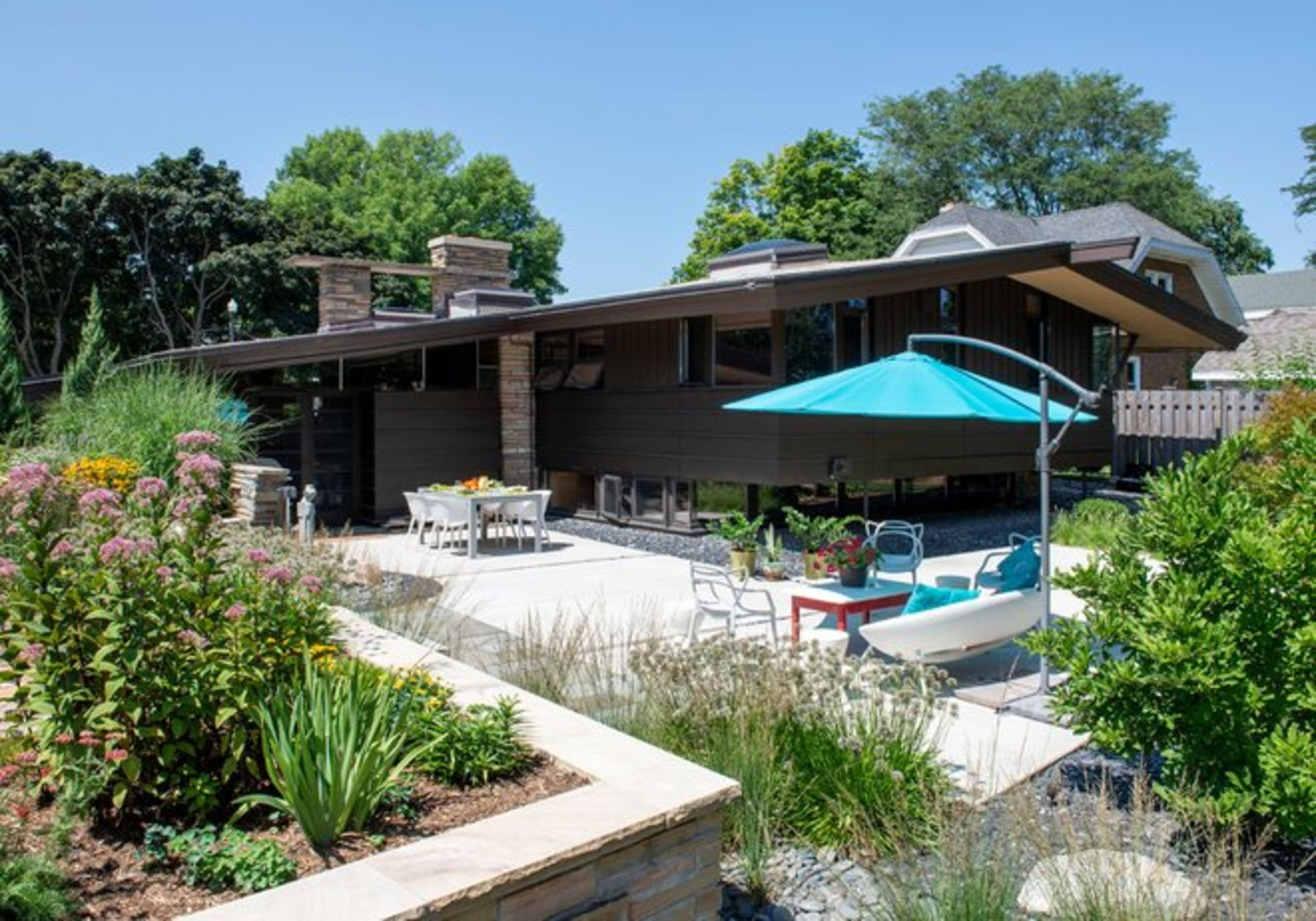 Wisconsin Landscape Stays True to Home's Midcentury Design