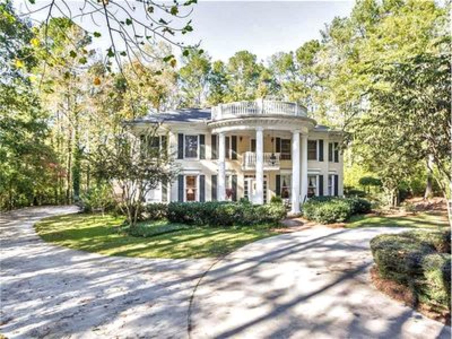 Lessons From Listing Photos: See This Southern Estate Go From Midcentury to Modern Farmhouse