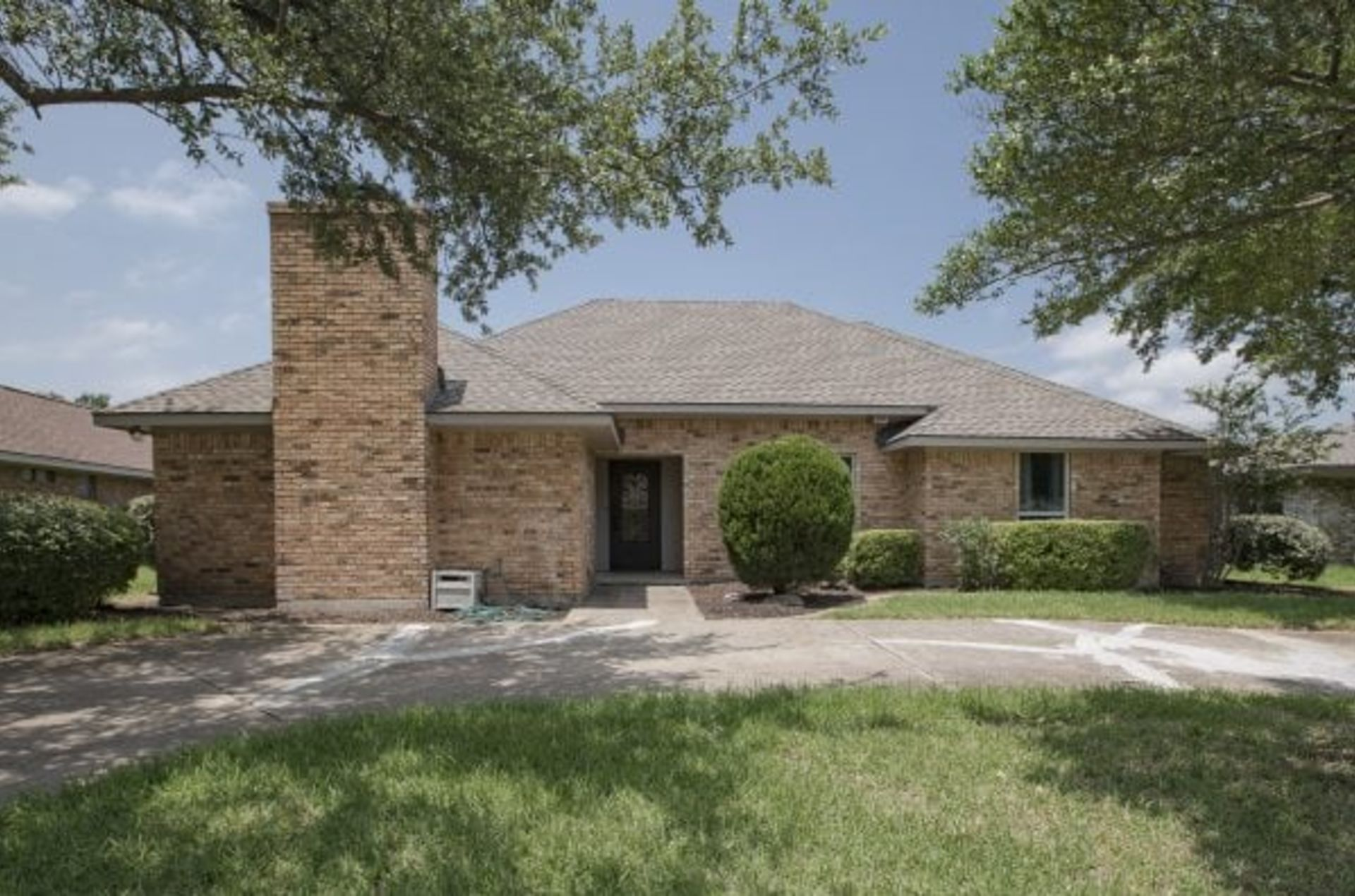 BEAUTIFUL GARLAND HOME FOR SALE