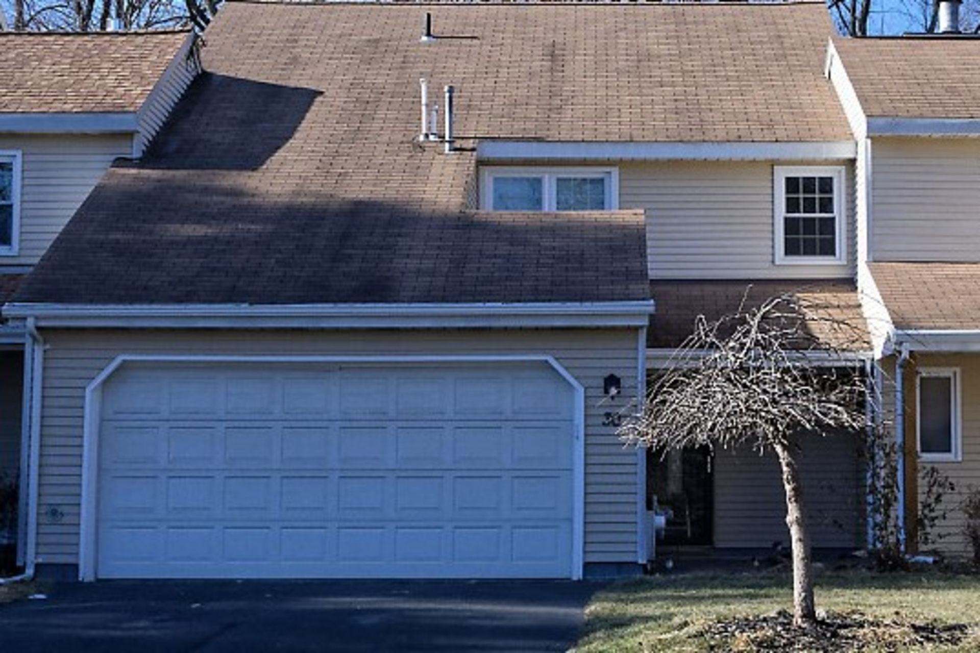 3 BR, 2.5BA TH with 2 Car Garage in Clifton Park