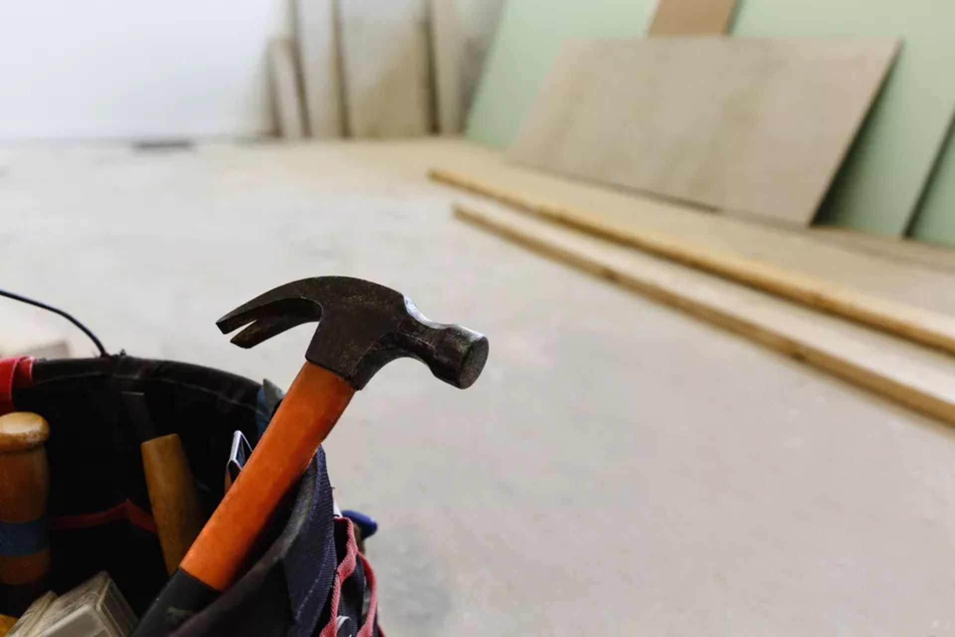Signs Your Contractor Has No Idea What He's Doing