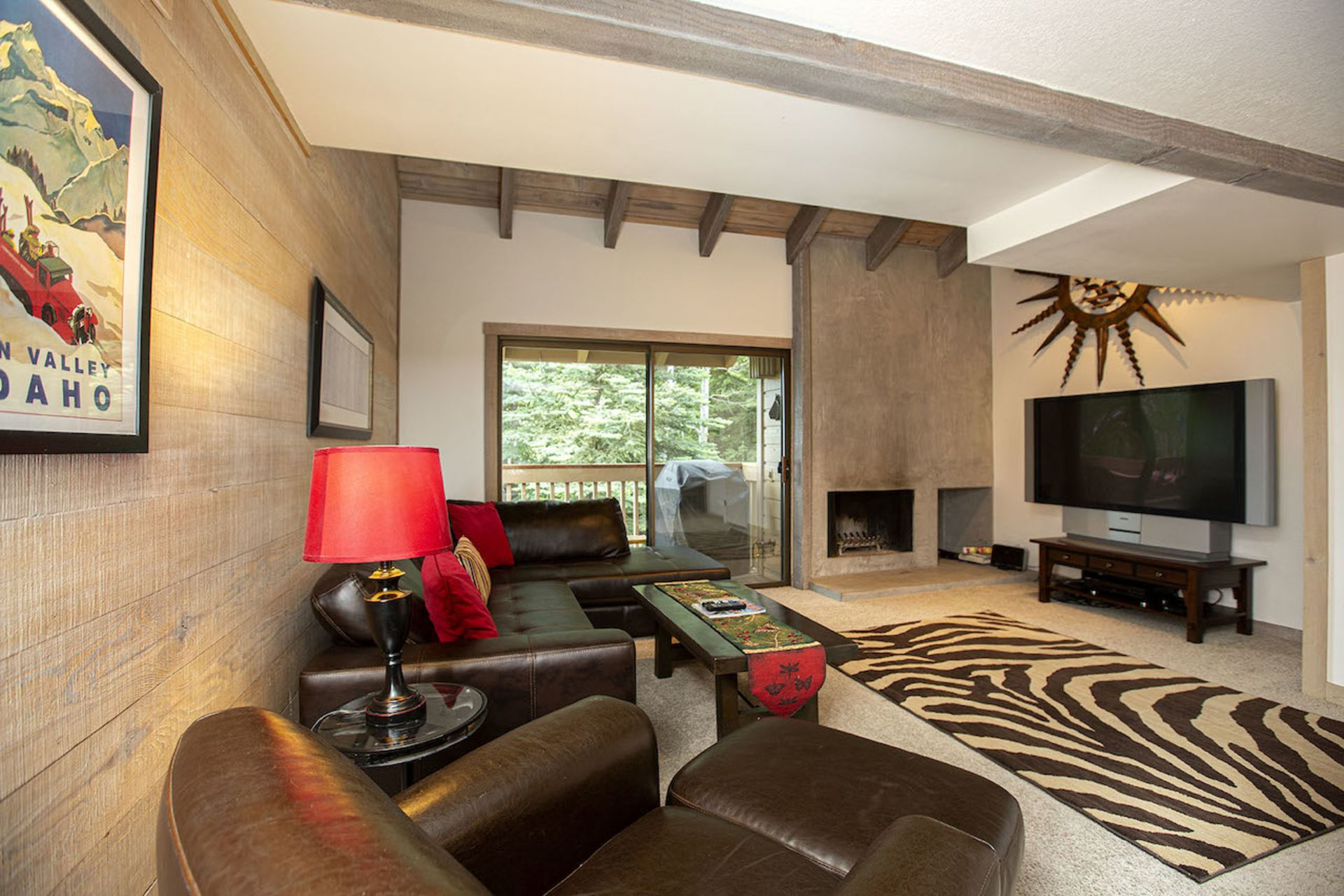 Ski-In and Ski-Out from this One of a kind Snowcreek Condo!