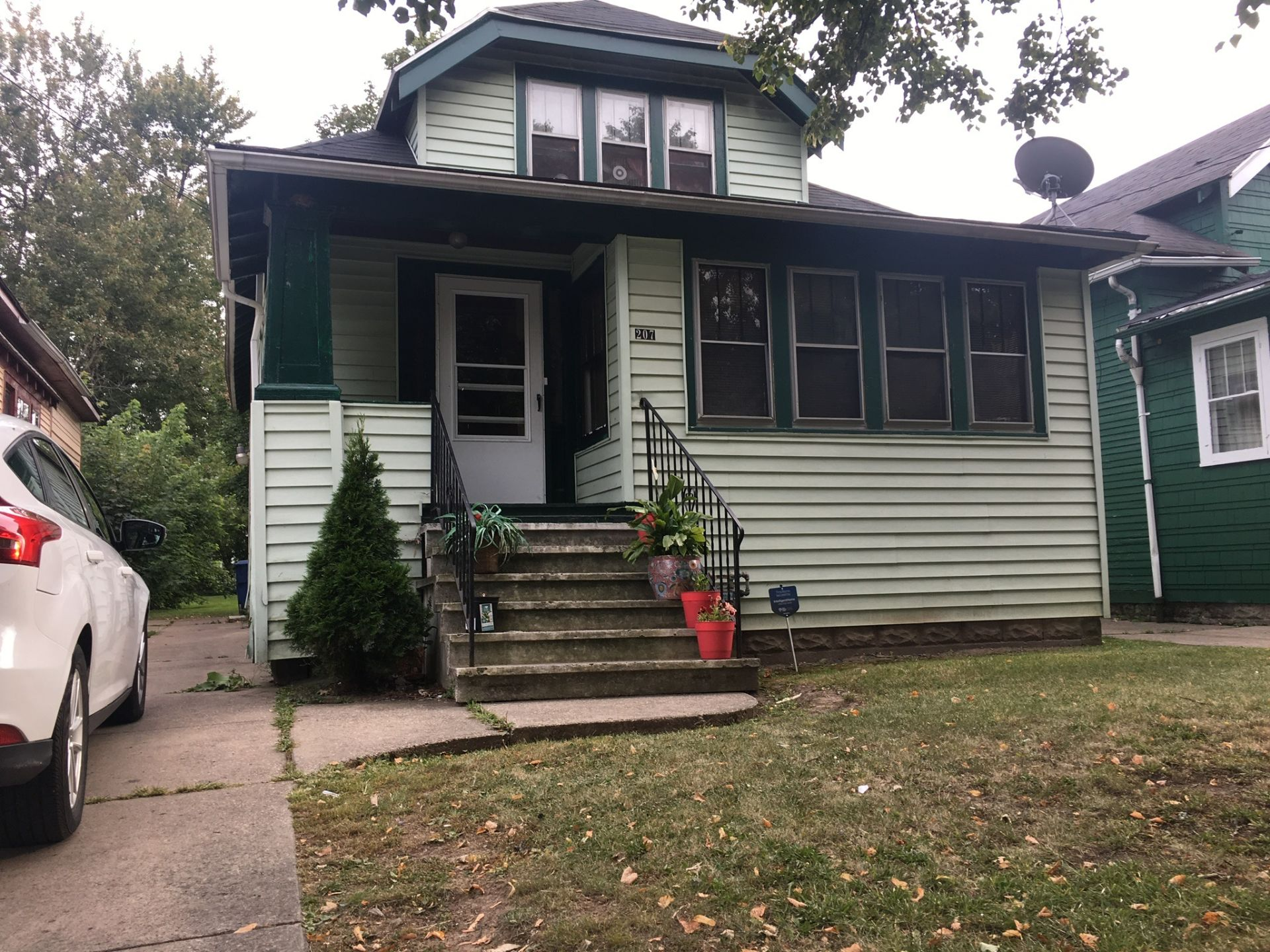 NEW LISTING – 207 Dartmouth Ave.