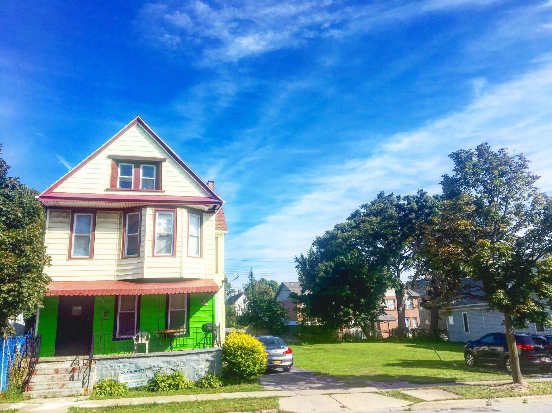 NEW LISTING – 927 Michigan Ave.