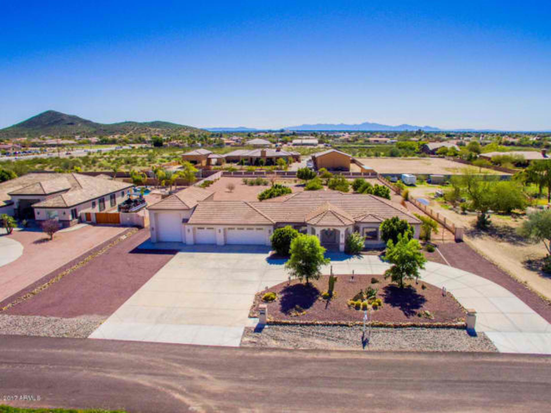 Majestic Peoria Home with Lots of Upgrades!