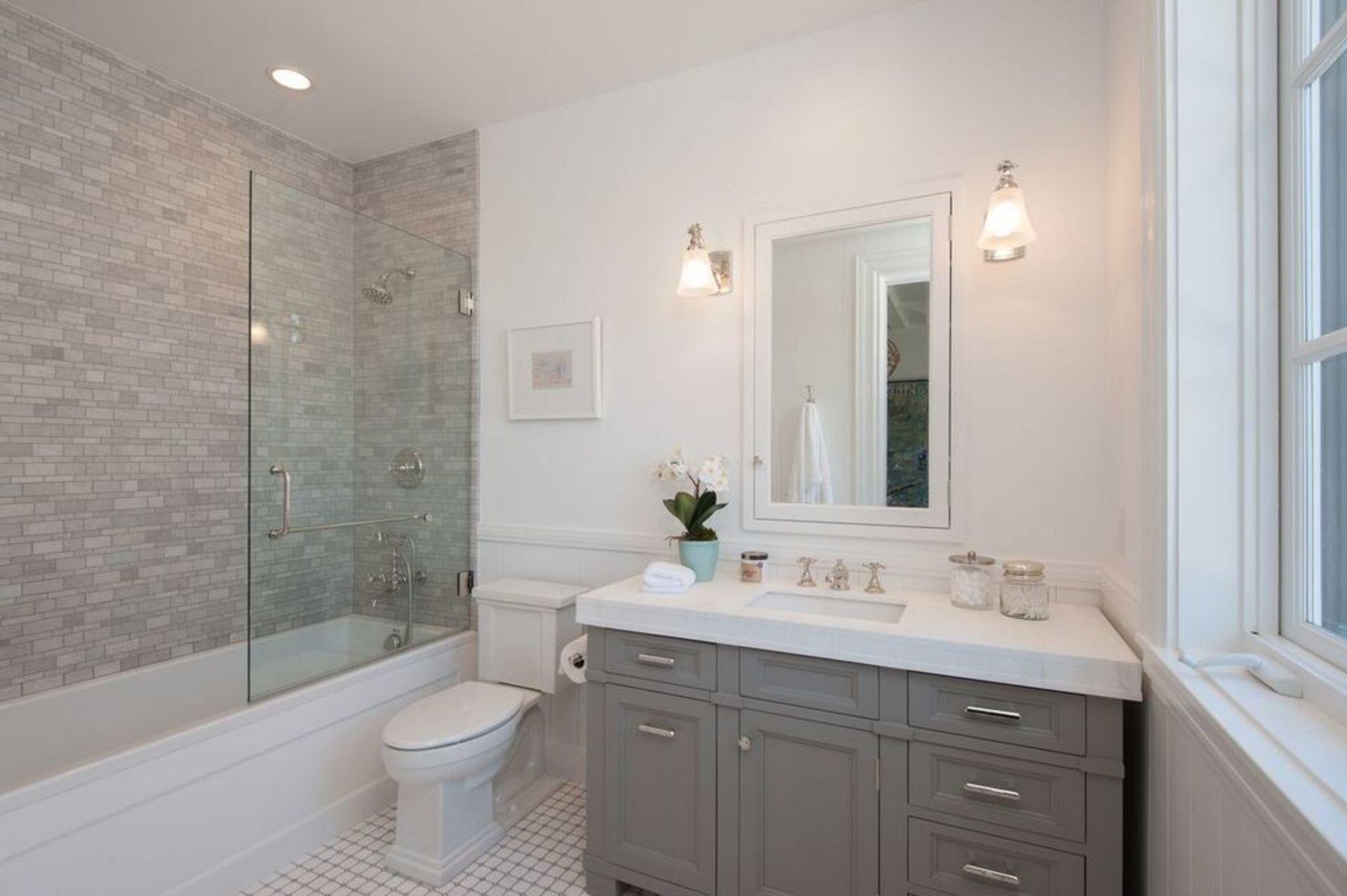 10 Ways to Make a Small Bathroom Look Bigger