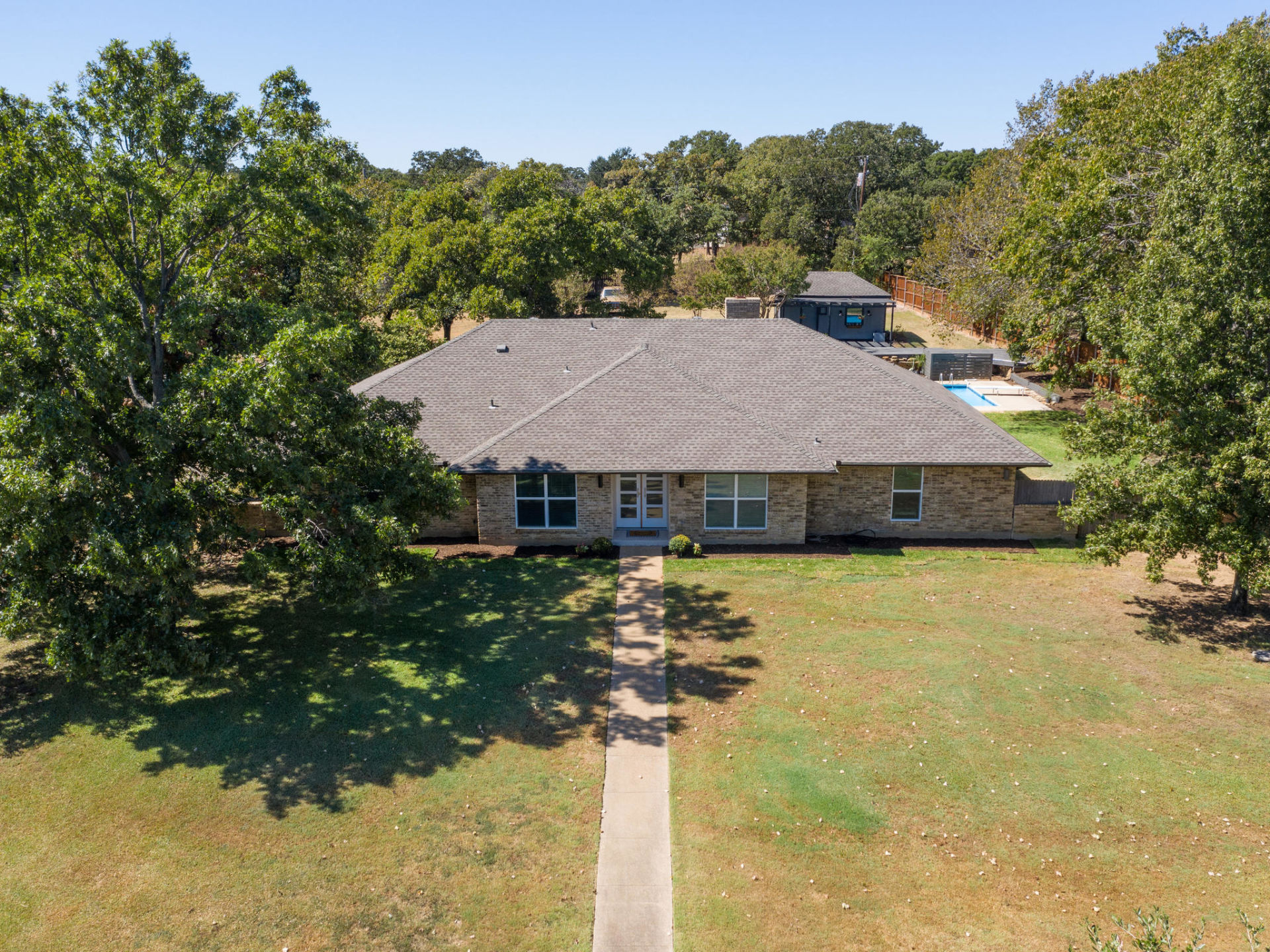 Just listed! 180 Trailing Oaks Drive, Double Oak, Texas 75077