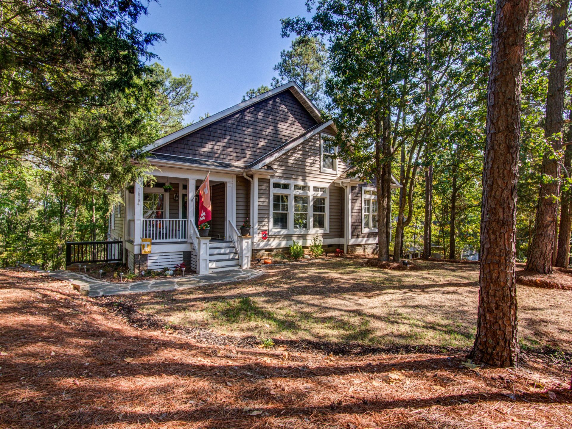 JUST LISTED!! BEAUTIFUL HOME IN THE HEART OF TEGA CAY for $325,000!